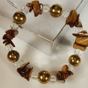 B26 Gold Tones Mother Of Pearl Stretch Bracelet